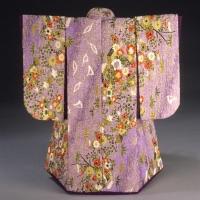 chrysanthemums-on-purple